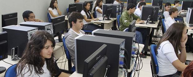 Programa de inclusão digital registra 1,7 milhão de acessos à internet nas escolas estaduais