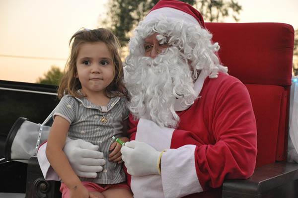 Comércio começa a funcionar no período noturno a partir de hoje e tem a chegada do Papai Noel