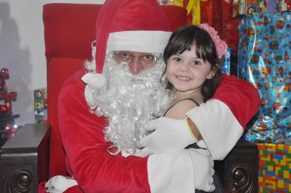 Papai Noel chegou na sexta-feira e abriu o período do Natal Espetacular em Garça