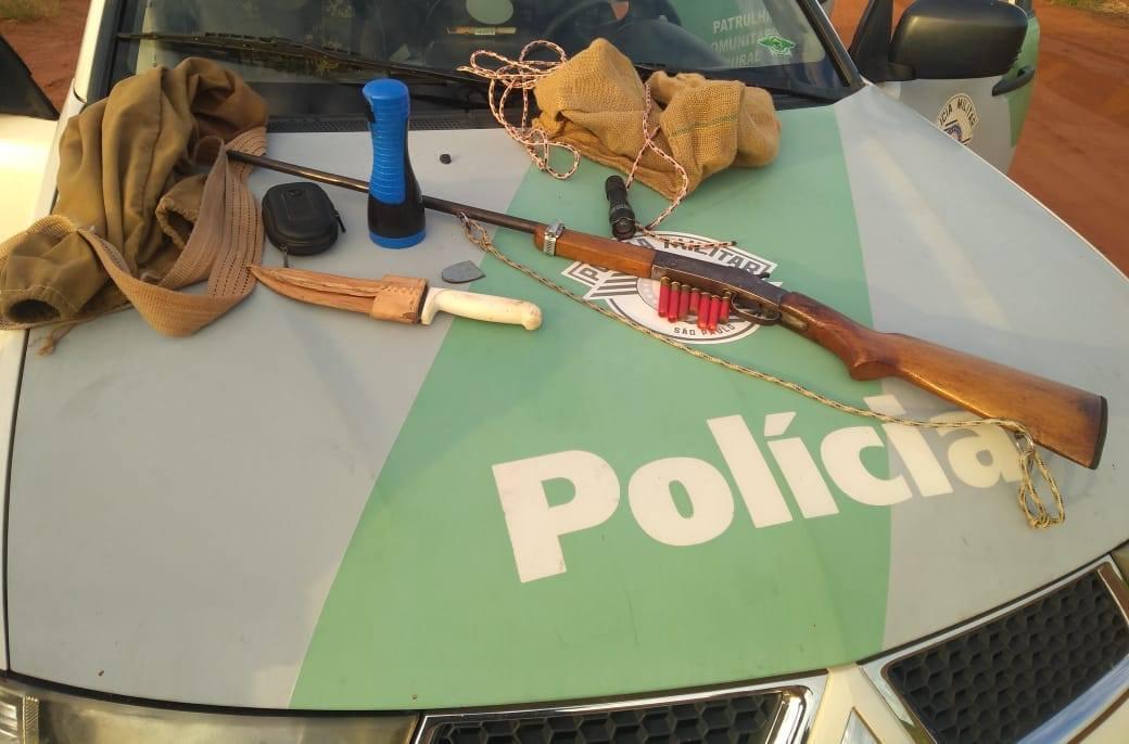 Polícia Ambiental surpreende caçadores em Campos Novos Paulista