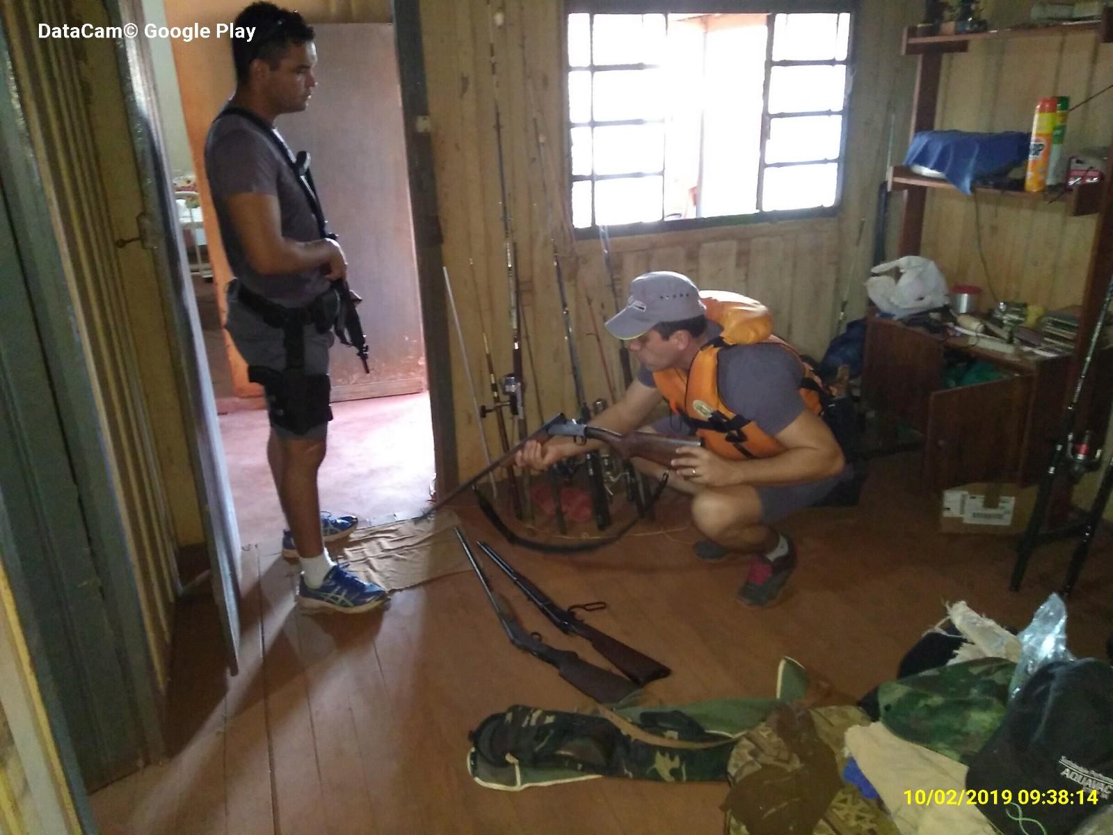 Polícia Ambiental surpreende indivíduo em pesca irregular, apreende armas e carne de capivara