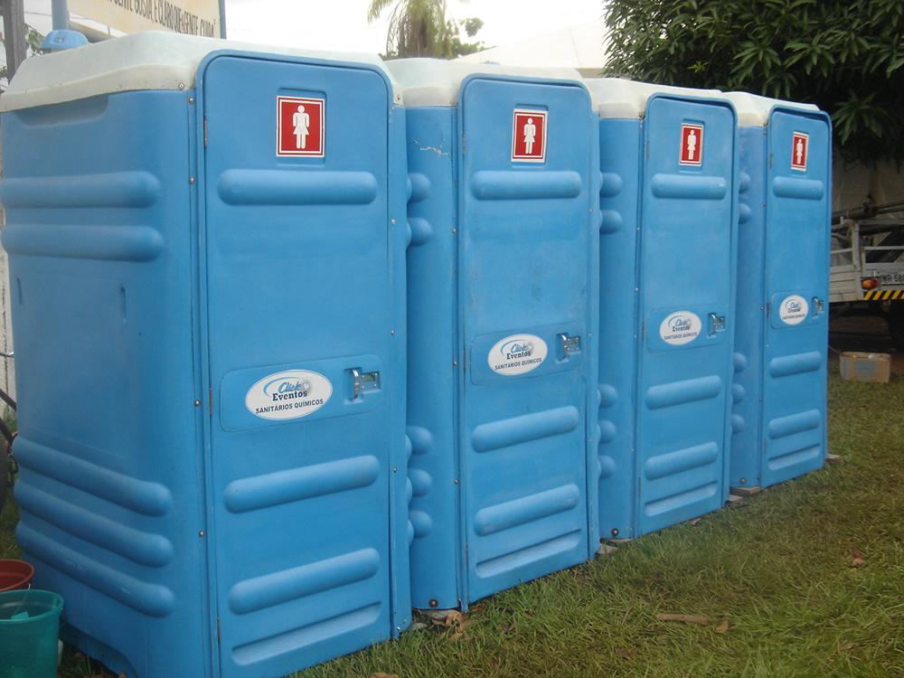 Resultado de imagem para Sancionada lei que torna banheiros químicos adaptados obrigatórios