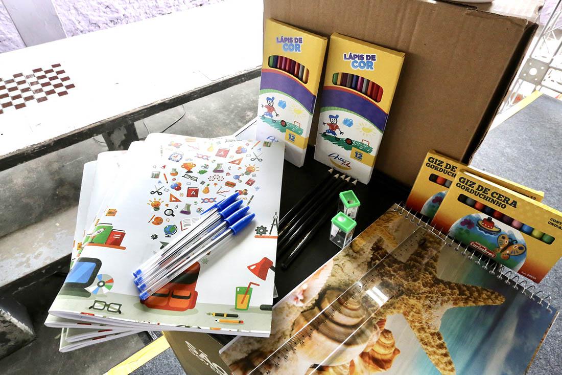 Governo de SP garante entrega antecipada do kit escolar