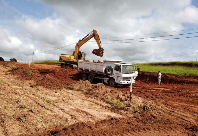 Continuam as obras de terraplenagem do futuro distrito empresarial