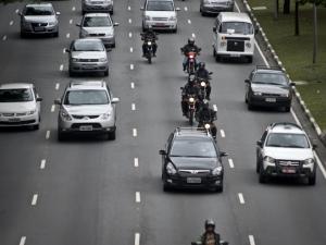 Carros com placa final zero devem ser licenciados até dia 30