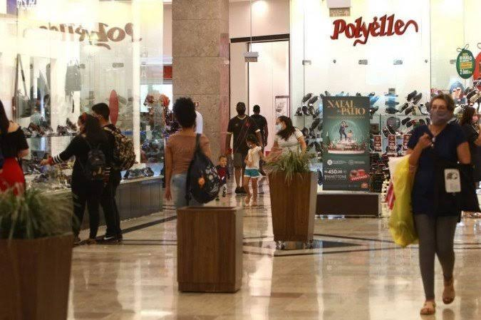 Fluxo de consumidores em lojas físicas cresce 77% em maio