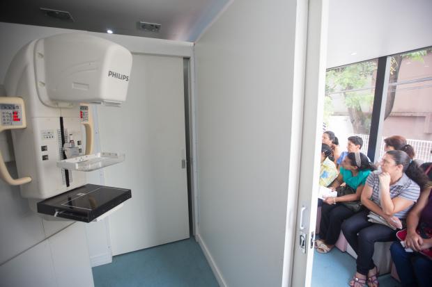 Programa Mulheres de Peito amplia acesso a mamografia em SP
