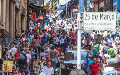 Movimento do Comércio sobe 3,7% no acumulado em 12 meses, diz Boa Vista SCPC