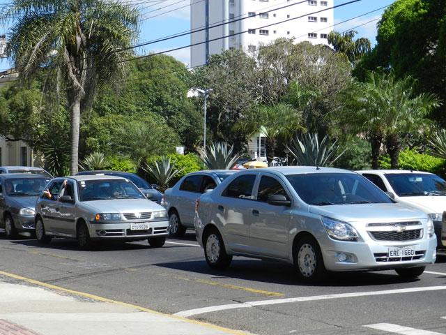 Carros com placa final 0 devem ser licenciados até dia 31